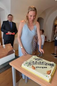 09 nakrojení slavnostního dortu